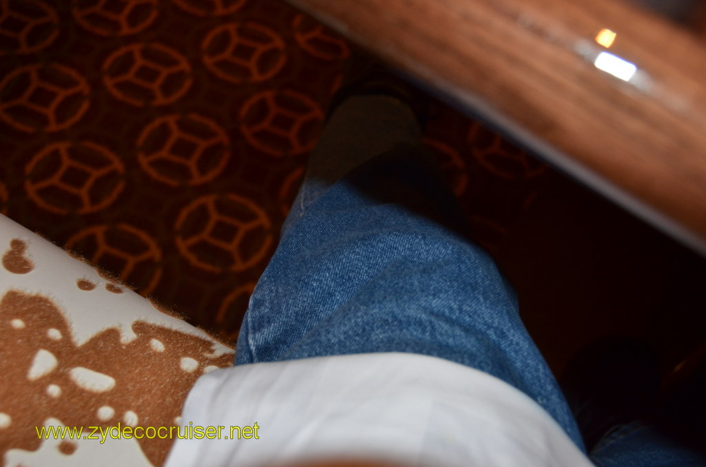 Carnival Magic, Prime Steakhouse, the obligatory blue jeans in the steakhouse picture