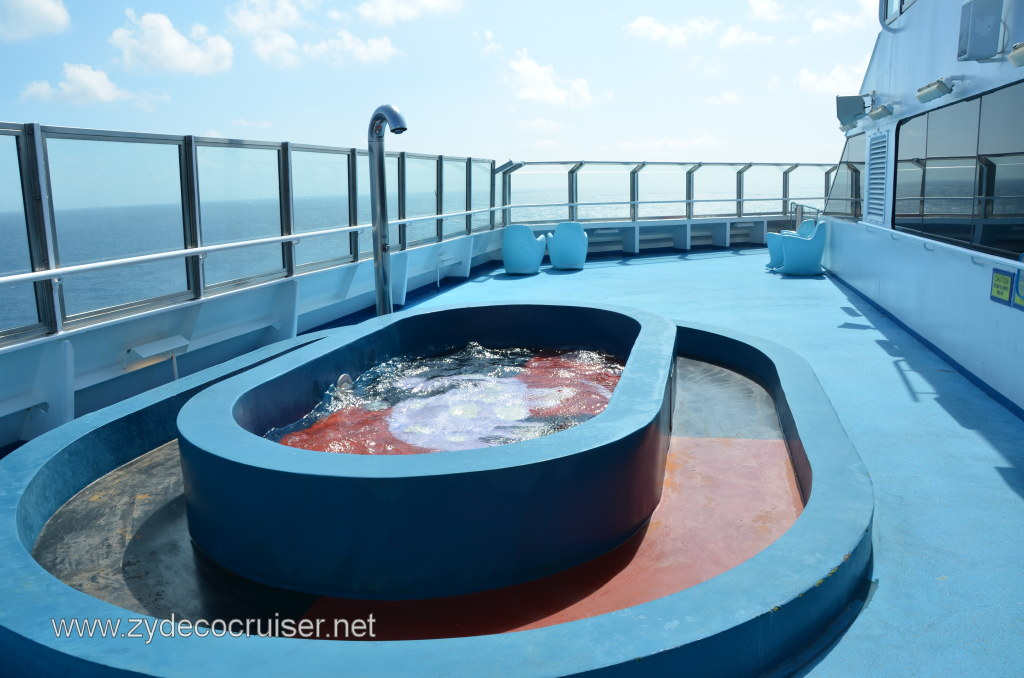 009 carnival conquest nov 15 2011 sea day 2 kiddie pool