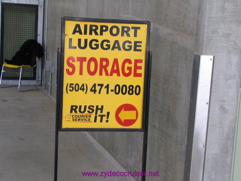 New Orleans, Erato Street Cruise Terminal, Rush It luggage Service.