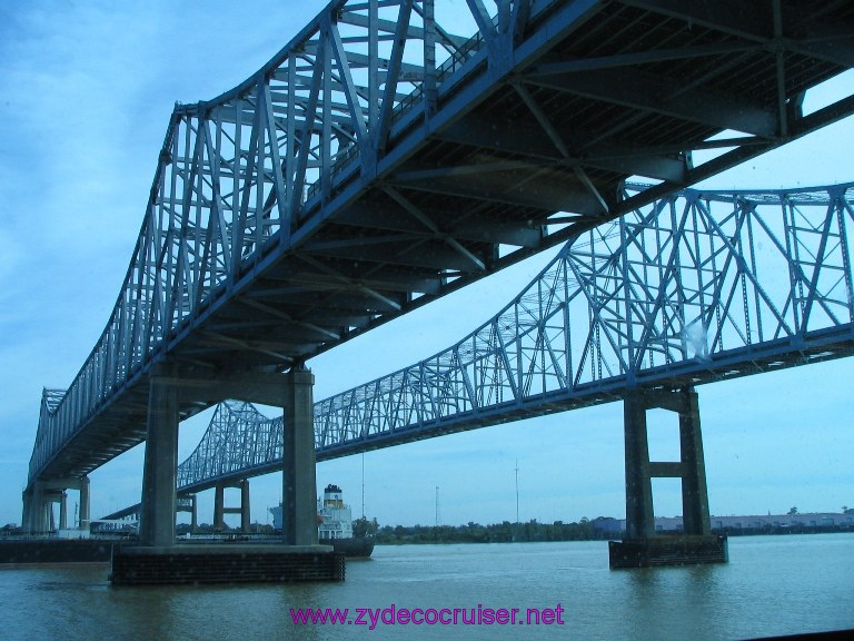 New Orleans, Erato Street Cruise Terminal, Mississippi River Bridge