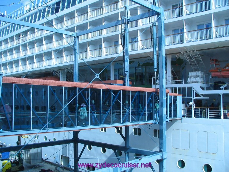 New Orleans, Erato Street Cruise Terminal, Gangway to Ship